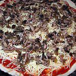 Pizza aux lardons et champignons