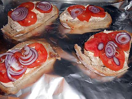 Tartines aux oeufs brouillés et champignons 430
