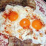 recette oeufs au plat a la poitrine de porc grillée