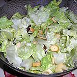 recette salade verte, croutons ,allumettes de jambon, emmental et fruits secs.