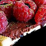 Tarte divine au chocolat et garniture de framboises à la crème de balsamique