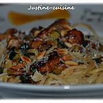 recette Wok de spaghettis au poulet sucré, courgettes grillées et pignons de pin