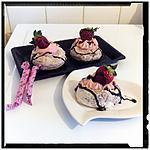 recette nids de meringue marbré chocolat et sa crème carambar à la fraise