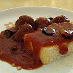 recette Polenta façon cake accompagnée de sauce tomate aux olives et ses boulettes de viandes