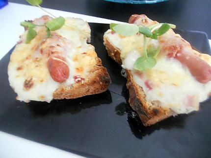 tartines aux saucisses gratinees