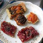 recette assiette   carrés streussel  aux fraises et noix de coco;  plaisir et gourmandise;;       et tarte rhubarbe abricot; etc