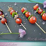 recette Tomates cerise en brochette, sésames et fleur de ciboulette