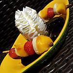 recette Brochettes de Mikado aux fruits sauce chocolat et chantilly