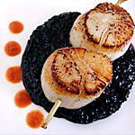 recette Noix de Saint-Jacques poêlées sur lit de riz noir vénéré