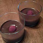 Mousse au chocolat rapire et légère et sa framboise