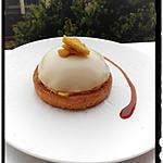 recette panacotta au lait d'amande sur un lit de pomme fondante et caramel au miel sur son toast brioché