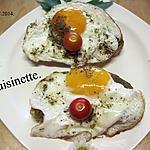 recette Oeufs sur le plat sur tranches de pain au pesto.