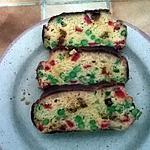 recette CAKE EN ROUGE & VERT ( petits pois - olives vertes - chorizo - poivrons grillés ).