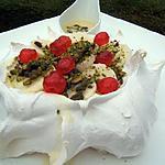 recette Pavlova banane/pistache et sa sauce caramel à la liqueur de gingembre