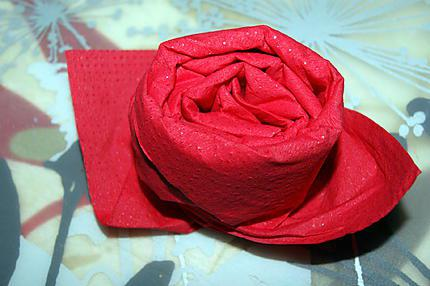 Recette de pliage de serviette rose for Pliage serviette bouton de rose