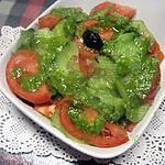 recette Salade de concombre et tomates. pesto de céleri.