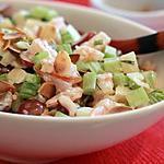 Salade waldorf aux crevettes, raisins et amandes