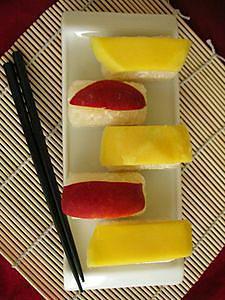 Riz_gluant_au_lait_de_coco_et___la_mangue__sushi_vue_dessus