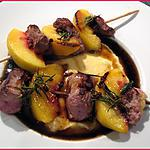 recette Brochettes canard et pêches sur polenta