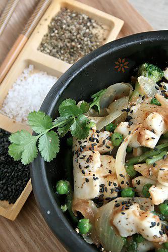 Calamars, encornets sautés au wok poivre et sel à la chi