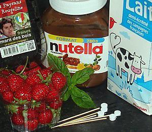 Brochettes-de-fraises-Mara-au-Nutella-01.JPG
