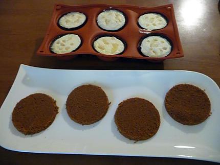 Dômes au chocolat à la mousse de poire et croquant spéculos