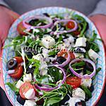 recette Salade de roquette,tomates cerises,olives noires,oignons,et féta