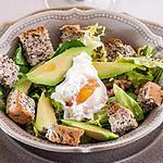 recette Salade d'avocat aux noix et oeuf poché