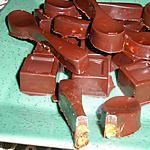 recette Chocolat fourré au caramel beurre salé et noix de Carmen et à la cerise Amarena