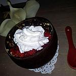 recette Fraises à la chantilly dans sa verrine en chocolat noir-pralin