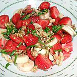 recette SALADE DE FRAISES BANANES FRUITS SECS SIROP DE COQUELICOT