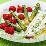 recette Merlu aux asperges vertes et aux fraises