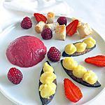 """recette Dessert """"géométrique"""", variations de textures : mousse, crème pâtissière, génoise, fraises et framboises"""