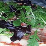 recette Pizza a l'italienne au jambon cru et a la salade