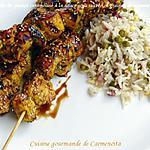recette Brochette de poulet caramélisé à la sauce soja sucrée et graines de sésame