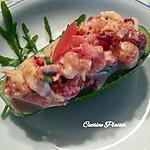 recette Avocat farci aux écrevisses, tomates,tomates séchées, roquette, épices et sauce yaourt