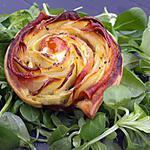 recette Rose feuilletée aux pommes de terre, bacon, pesto à l'ail des ours