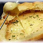 recette Fondue de Reblochon dans son pain { comme une raclette }