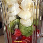 recette Smoothie Bananes.poires.fraises, kiwis (et déco table anniversaire et pliage de serviette)