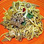 recette Nouilles sautées, dés de poulet marinés et petis légumes croquants