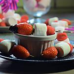 recette brochettes de fraises et chamalows pour fondue au chocolat