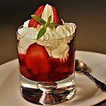 recette Coupe de fraises marinées à la verveine citronnelle et chantilly