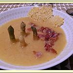 recette Soupe d'asperges au lard et tuile de comté