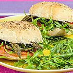 recette Hamburgers à la truite fumée, à la roquette et aux asperges vertes