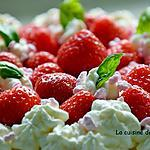 recette Gâteau à la ricotta parfumé à la badiane et garni de fraises et chantilly