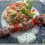 recette Brochettes d'agneau, salade de riz, sauce yaourt et concombre