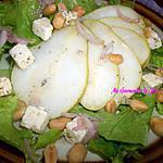 recette SALADE DE POIRE, DES DE FROMAGE , PARSEMÉ DE CACAHUÈTES GRILLÉES