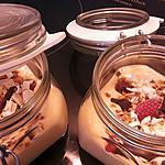 recette mousse au chocolat blanc, framboises et pistaches