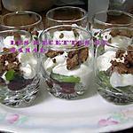 recette Verrines fraise-kiwi, chantilly vanille et éclats de meringue au chocolat