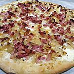 recette Pizza aux oignons et lardons (façon flammenkueche)